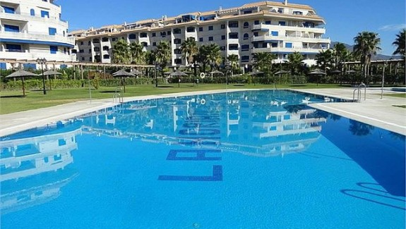 long term rental unfurnished apartment at La Noria IV, Manilva