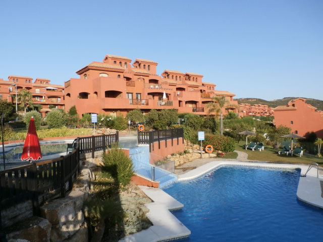 Rent a garden apartment in costa galera estepona for Garden city pool jobs