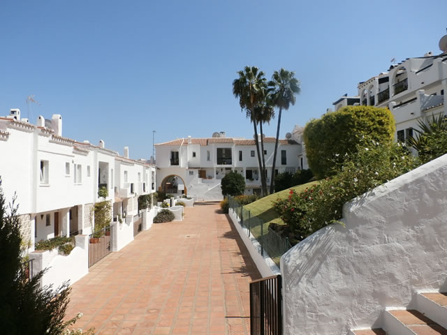 Apartment to Let Long Term in Benahavis, apartment to let with two bedrooms