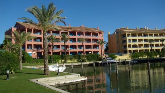 three bedroom apartment for rent Guadalmarina, Sotogrande. Alquiler de Apartamento, San Roque