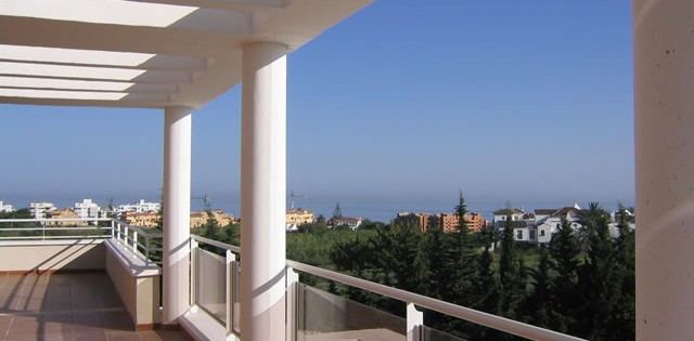 unfurnished penthouse apartment for rent Dunas Green - Ático de Alquiler - Estepona