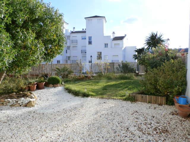 garden apartment unfurnished to let Balcones de los Hidalgos