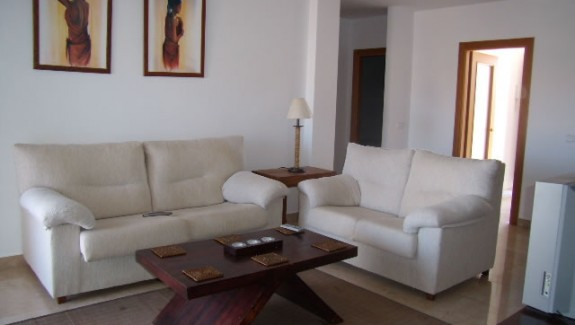 three bedroom apartment to let long term Manilva