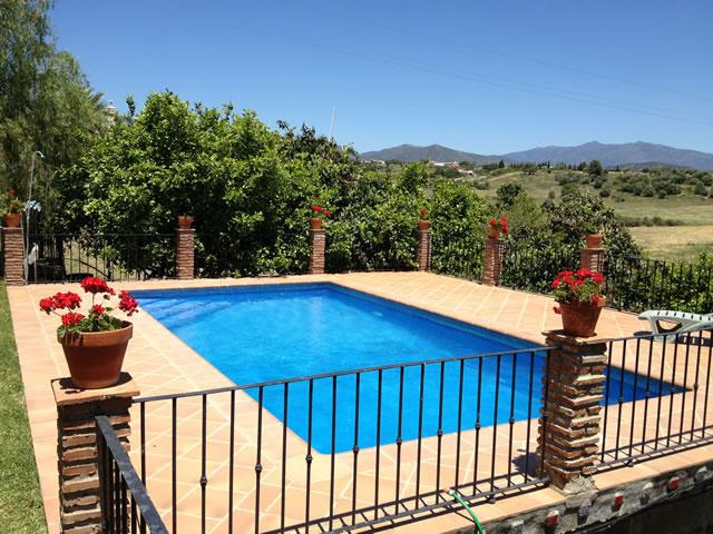 Alquiler de chalet con piscina estepona for Alquiler chalet con piscina