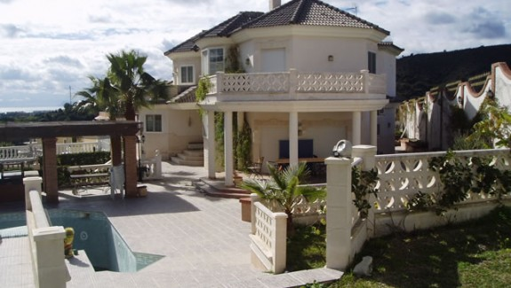Four Bedroom Villa for Rent Estepona