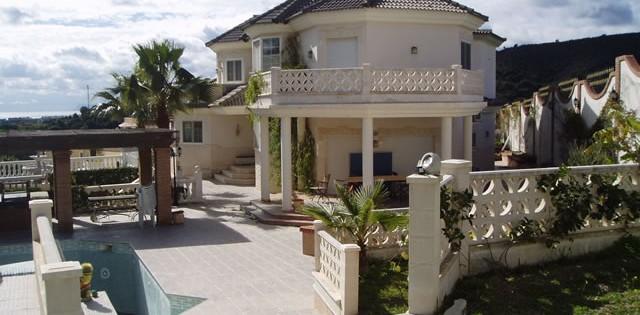 Four Bedroom Villa for Rent Estepona
