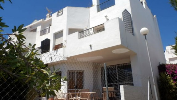 townhouse for rent Las Colinas de las Cañas, Estepona, long term rental property with garden