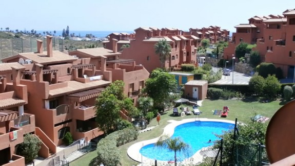 long term rental triplex penthouse apartment in Costa Galera - Estepona - Costa del Sol - Spain