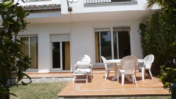 Five Bedrooms Townhouse for Rent – Estepona